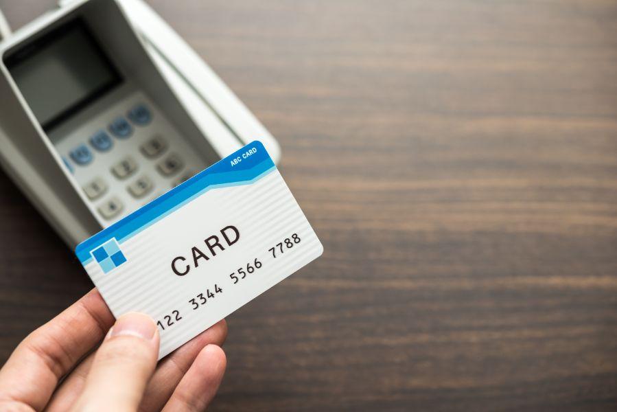 クレジットカード延滞によるペナルティとその対処法
